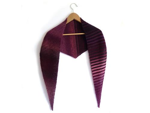 Baktus shawl with stripes by Eskimimi