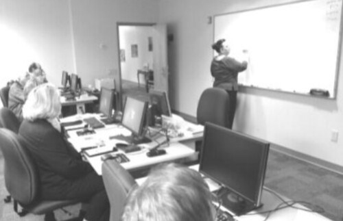 Instructor Lynne Mock teaches her OLLI Computer Scholar students.