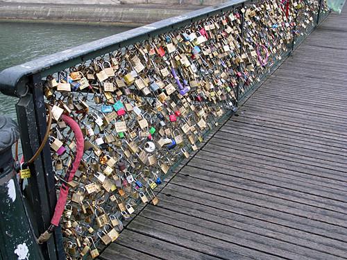 bridge locks - Pont des Arts, Paris