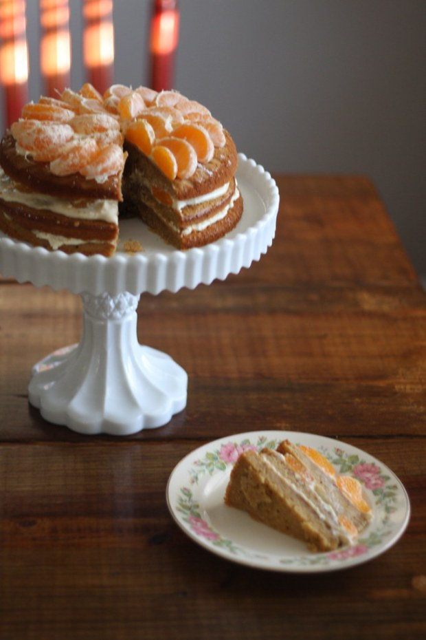 satsuma cake, finished cake in stand