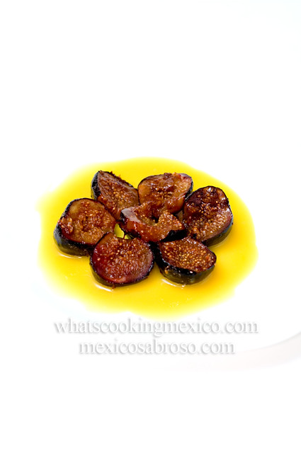 Figs in rompope sauce