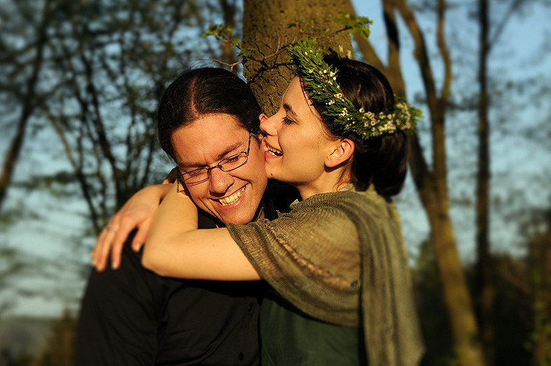 """Bride biting the groom´s ear"""