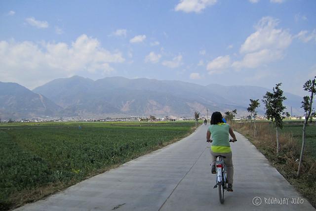 Cycling around Erhai Lake