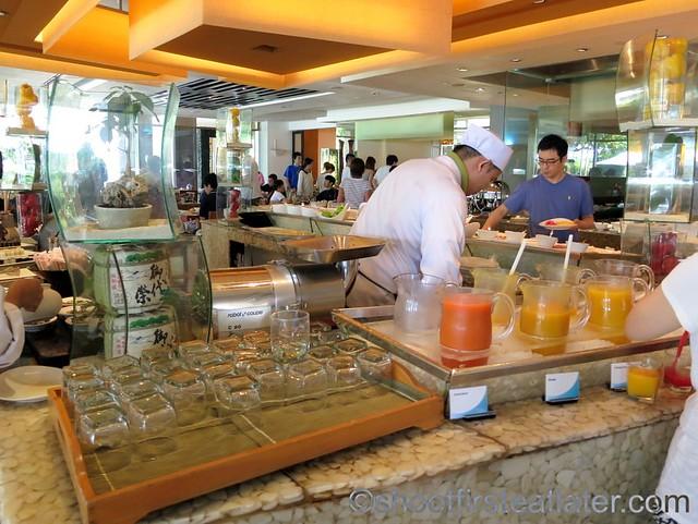 Shangri-La Mactan breakfast buffet at Tides-004