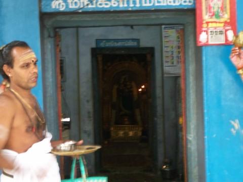 Gurukal Srinivasan ouside the Mangalambigai shrine, Edayathumangalam