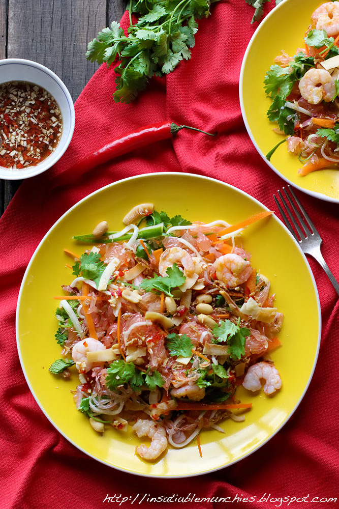 Pomelo salad, with chunks of pomelo, tasty shrimp, coriander, cucumber and carrot, mixed into a refreshing salad