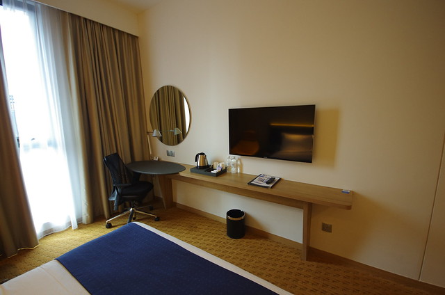 work desk and tv - holiday inn express singapore orchard road