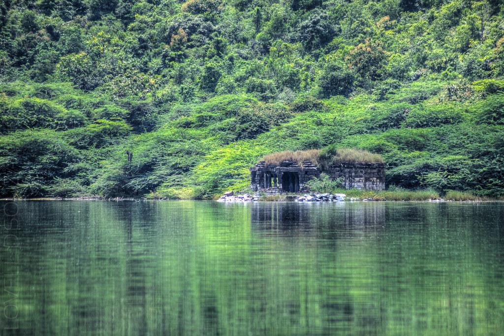 Temple ruins at the Lonar lake