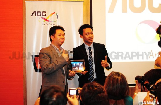 Kan Yeung, AOC Sales Director, Philippines & Malaysia (left) and Jack Salamia, Sales Manager, AOC Philippines poses for the press.