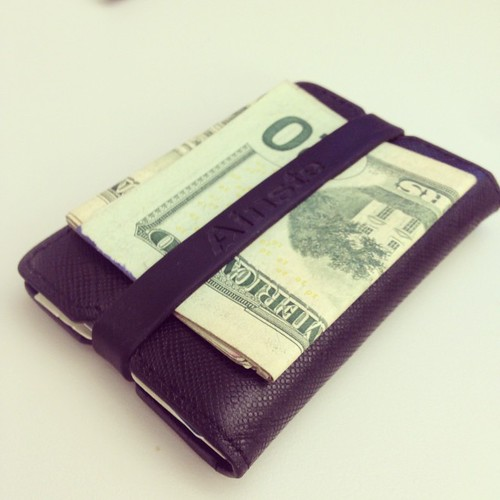 My favorite wallet of all time- the #Ainste Evan. Previously I just used a rubber band to hold my cash and cards, the Evan follows the same principle with class. style='max-width:100%;' data-recalc-dims=