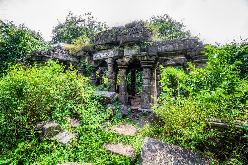 Temple ruins, at the Lonar lake