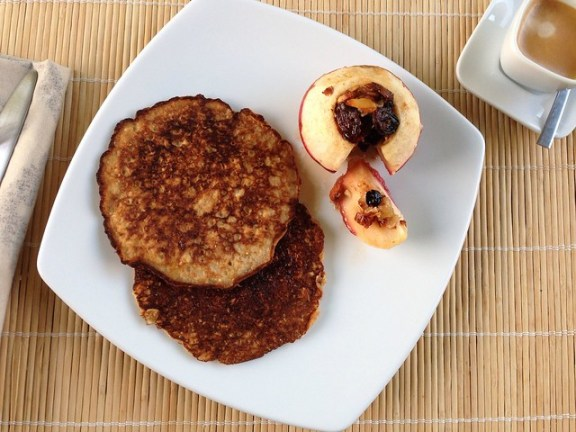 Baked apple stuffed with fruits and almonds