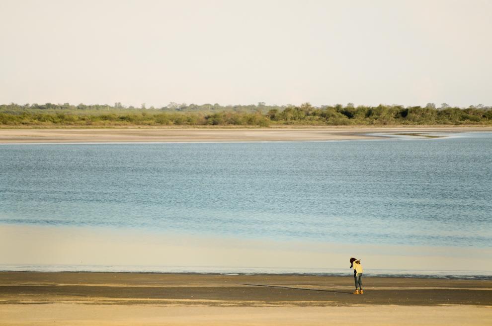 El inmenso tamaño de la Laguna Flamenco en Chaco Lodge no se puede cubrir con una simple fotografía, cabe mencionar que lo visitamos en la época más seca en que ha perdido cerca del 50% de su agua. (Elton Núñez)