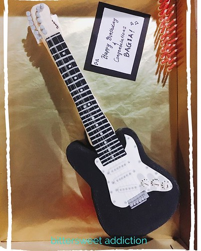 🎶🎶 I love the sound of smashing guitar 🎶🎶 Thank you Veronica for the order (again!) :) To order similar or other design, please DM me or WA/SMS: +60173976768  #birthdaycakes #cakes #cakestagram #guitar #rock #customcakes #designerc