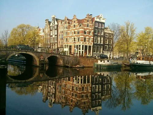 Water reflection on Brouwersgracht / Prinsengracht #amsterdam #canals #canalhouses