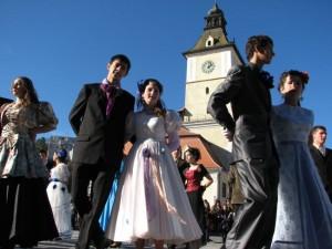Vreți să învățați dansuri medievale? Citiți aici unde o puteți face!