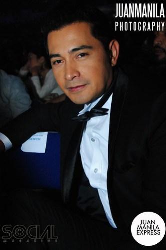 The dashing versatile actor Cesar Montano in tuxedo.