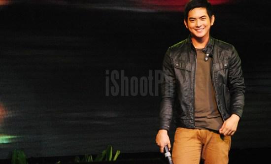 Kapamilya heartthrob Neil Coleta surprises fans inside Batangas Coliseum.
