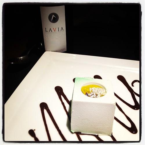 Cubo de chocolate blanco con té verde. Broche estupendo a nuestra cena en Enso Shusi