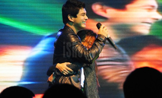A fan gets too squeezy with Coco Martin.
