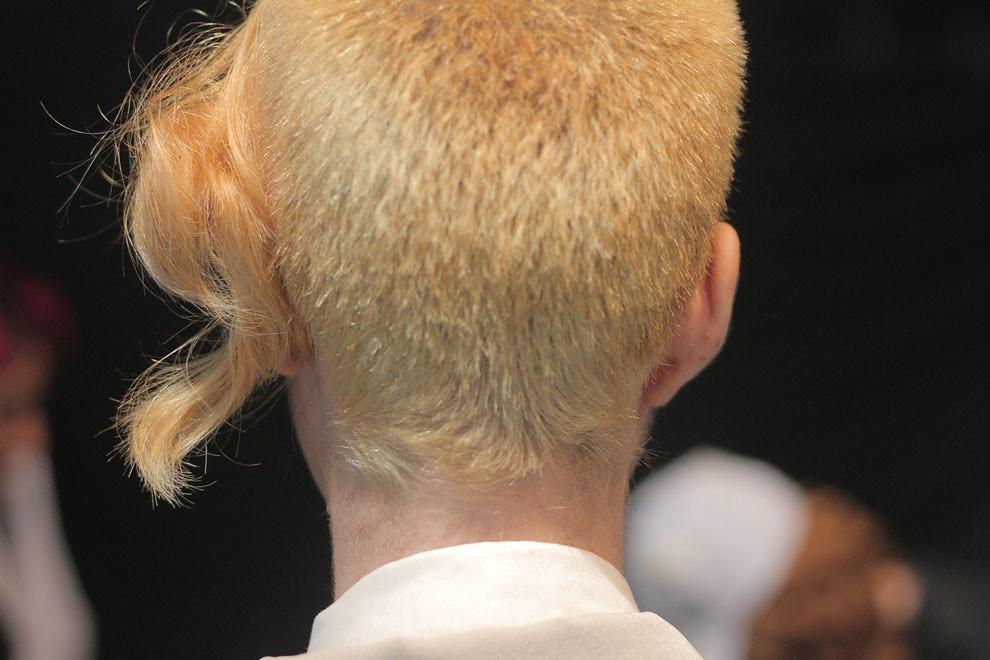 Esta diseñadora posa con un peculiar corte de pelo (Guillermo Morales)