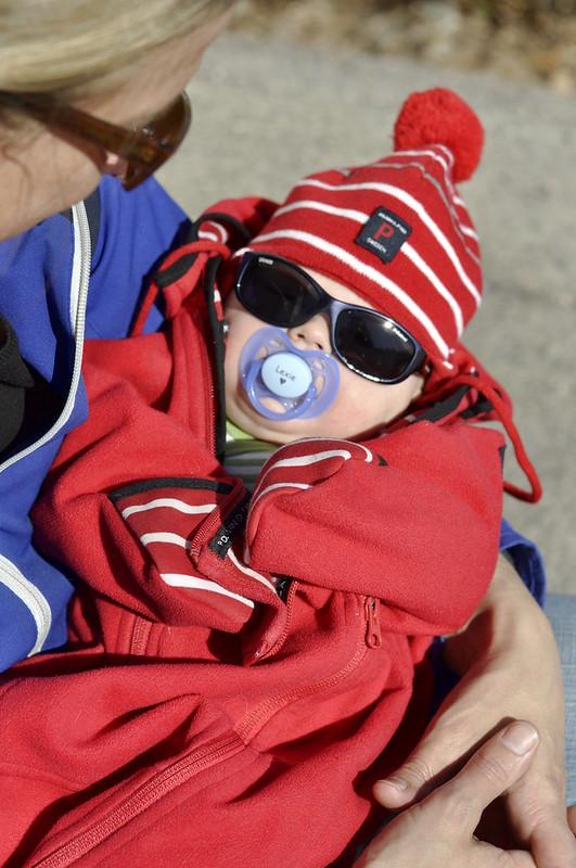 Lexie i solglasögon från Polarn och Pyret