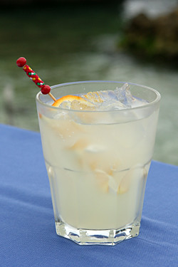 White Lady (gin cointreau lemon juice)