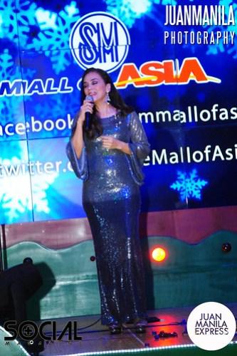OPM singer Ms. Kuh Ledesma sings Christmas songs.
