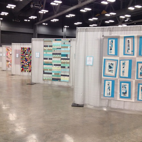 Farewell, #quiltcon. Thanks to #themqg and all of the volunteers for a very professional, engaging show. (lead quilt by @jacquietps)