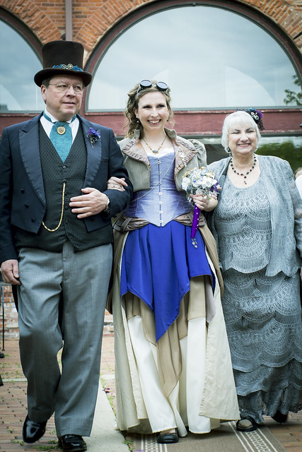 bride w parents