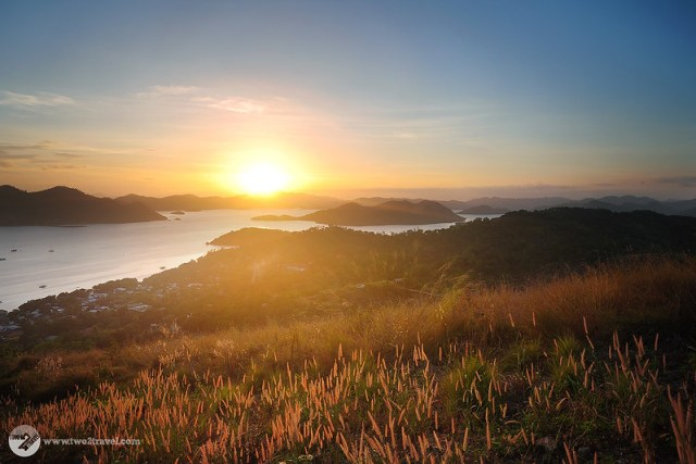 Sunset atop Mt. Tapyas, Coron, Palawan | Two2Travel.com