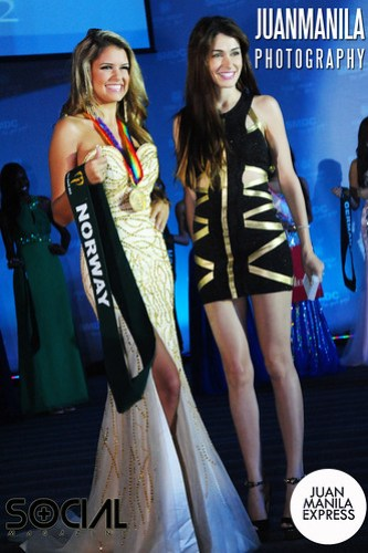 Brazilian model and Ever Bilena endorser Daiana Menezes with Nina Fjalestad from Norway.