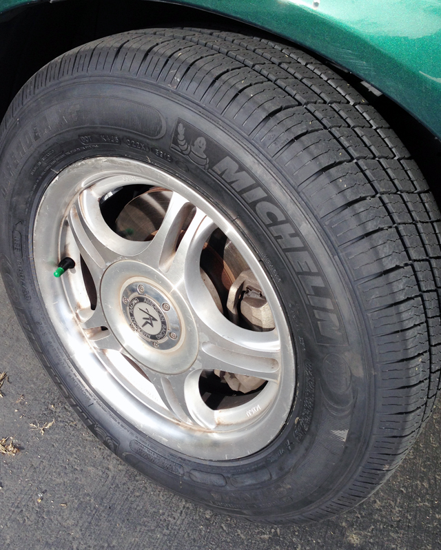 The screw and the tire