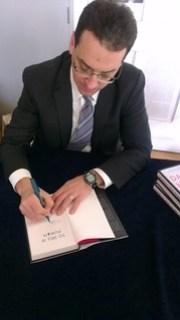 Daniel Pink signing my book