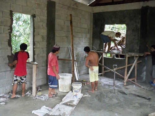 making-small-concrete-house-philippines-014