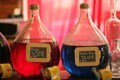 pastis rouge et bleu