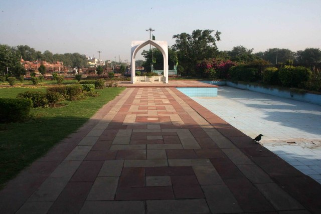 City Monument – Maulana Azad's Tomb, Near Meena Bazaar
