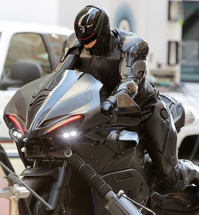 joel-kinnaman-robocop-motorcycle-scenes-20