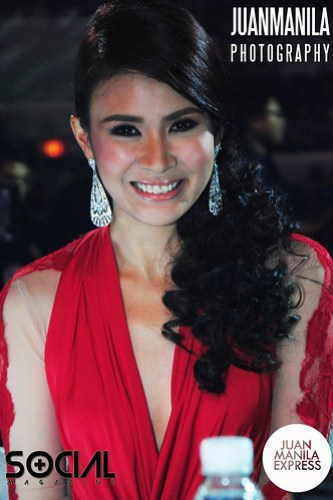 TV host and actress Gelli de Belen dressed in a sexy red outfit.