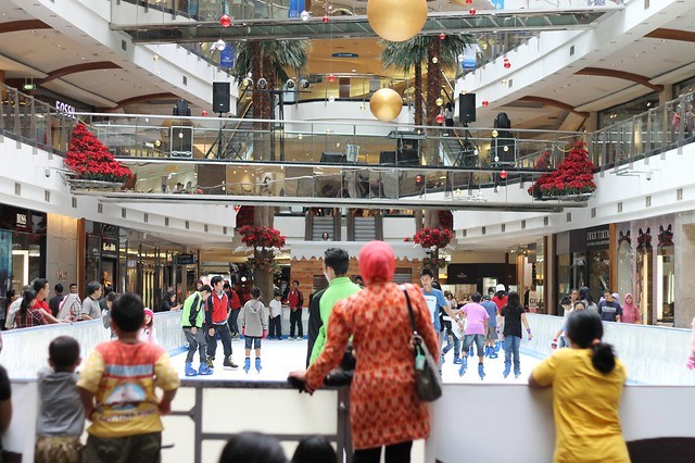 Ice Skating Pondok Indah Mall 2 01