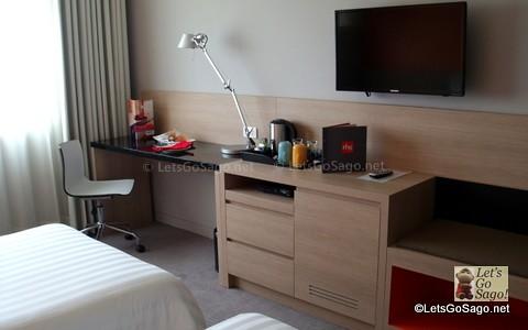 Room Samsung LCD TV & Workstation