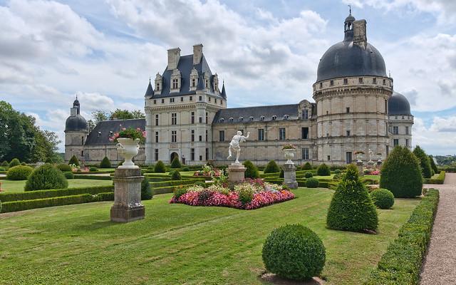 Huge-luxurious-house-with-a-Big-Beautiful-garden