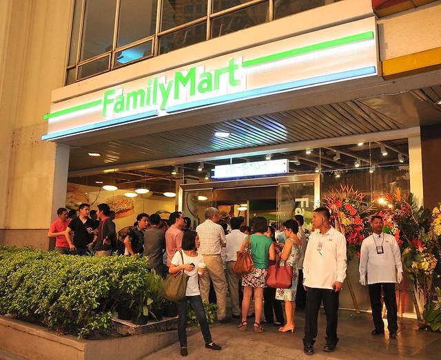 Family Mart Glorietta 3 façade