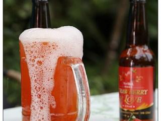 [苗栗.旅遊]湖畔花時間~草莓生啤酒.坐在石頭中間泡湯絕佳感受