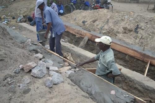 Pontes de pequena dimensão situadas nos postos administrativos municipais de Quelimane estão a ser alvo de importantes obras de restruturação