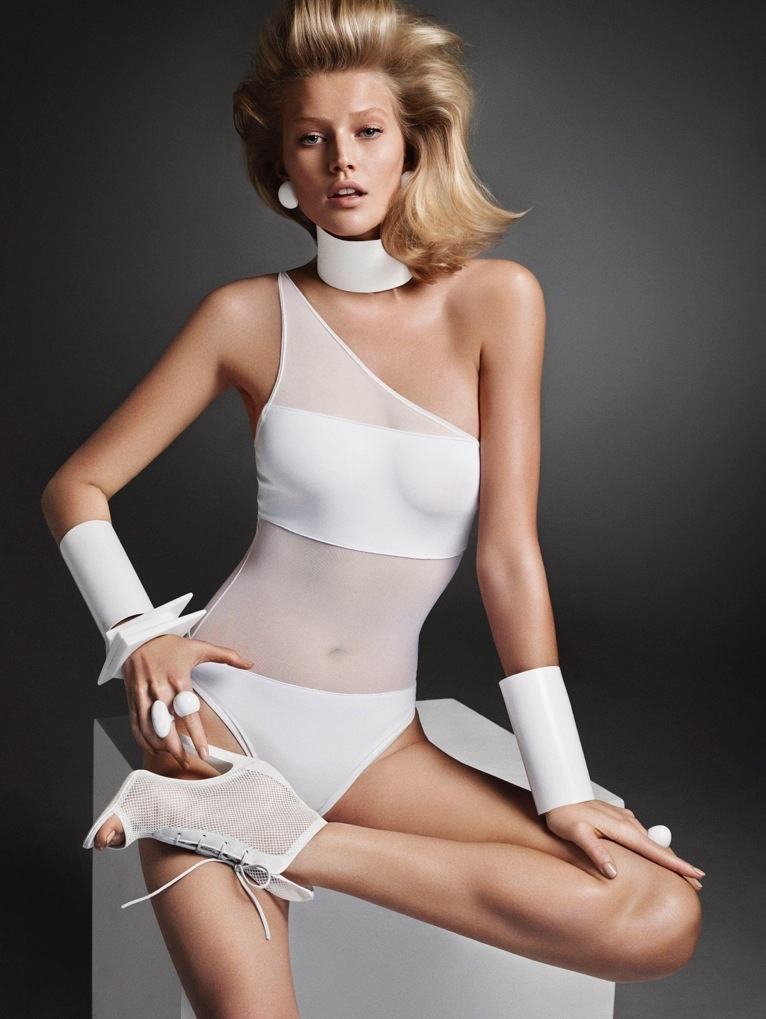 toni-garrn-hunter-gatti-white-looks08