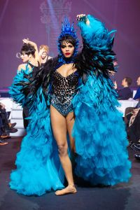 Fashion Show On Aura Tout Vu, Paradis Latin