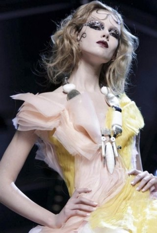 FashionDailyMag selects 12 CHRISTIAN DIOR f2011 haute couture july 4 paris runway photo nowfashion