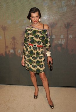 mila jovovich wearing marni at hm on fashiondailymag