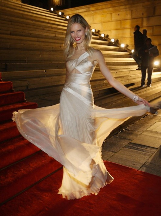 KAROLINA KURKOVA at Prix Montblanc in carlos miele on FashionDailyMag